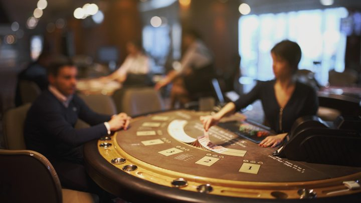 How to Behave When Playing on a Casino Table